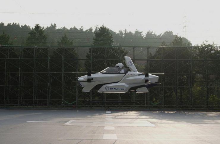 """O """"carro voador"""" do Japão levanta voo, com uma pessoa a bordo 3"""