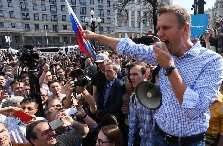 Após ser envenenado, Alexei Navalny, líder da oposição russa é impedido de deixar o país 2