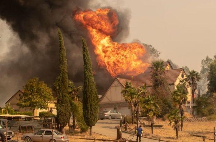 Incêndios na Califórnia provocam a COVID-19 3