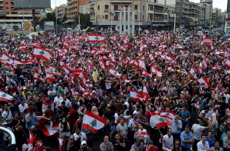 Após explosão, Líbano protesta por reformas no governo 1