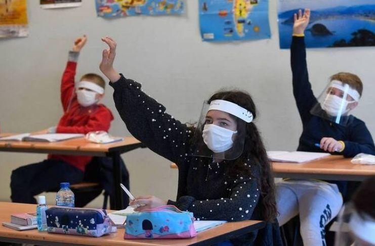 A Europa reabre escolas apesar do COVID-19