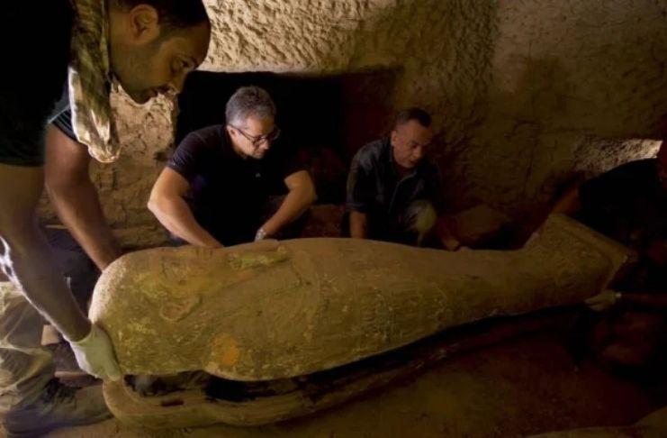 Autoridades egípcias encontraram caixões de 2.500 anos de idade completamente fechados