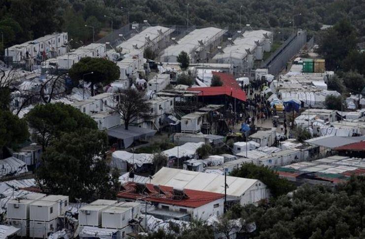 Grécia: Campo de refugiados lotado em quarentena após o caso COVID-19