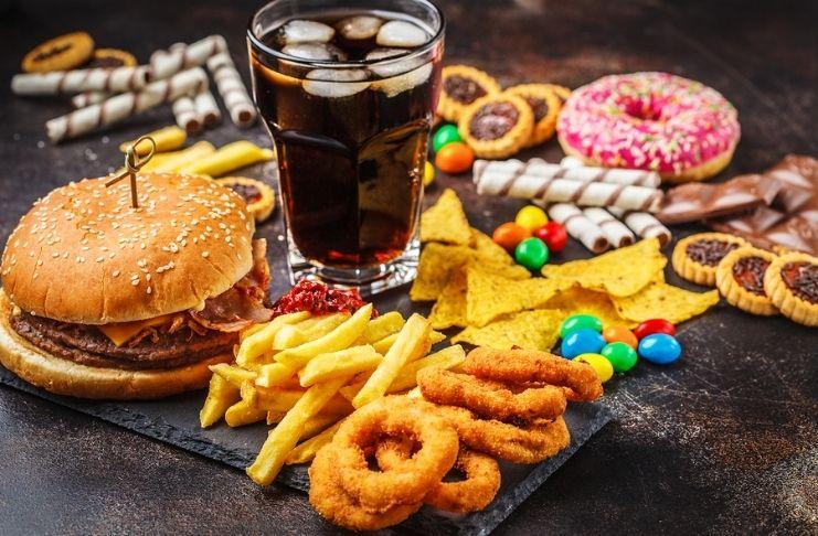 Alimentos processados aceleram envelhecimento celular, diz estudo