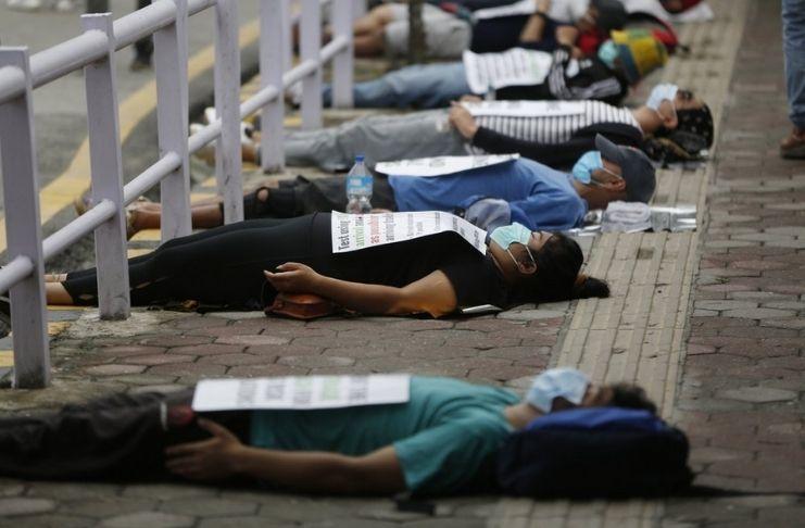 Manifestantes forçam o Nepal a administrar melhor a crise de COVID-19