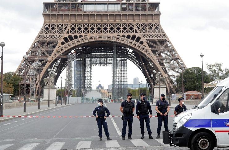 Torre Eiffel foi evacuada após ameaça de bomba