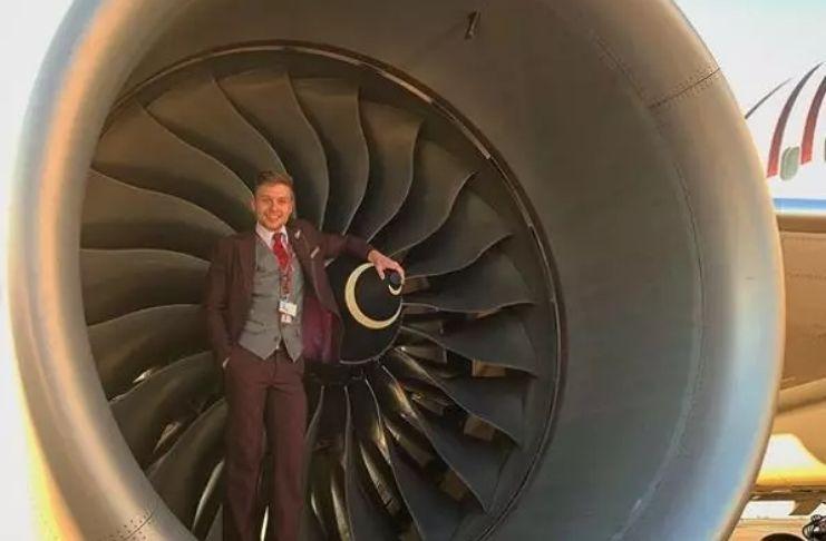 Homem corre meia maratona em avião vazio para levantar dinheiro para apoio ao câncer