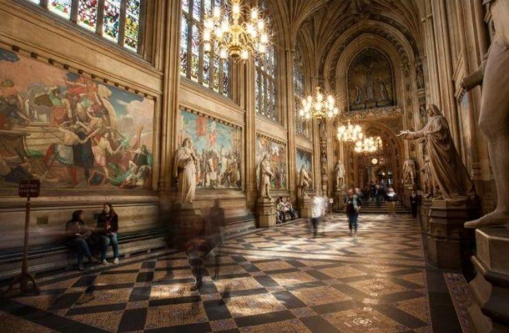 Parlamento britânico encontra ligações com escravidão em 232 itens em sua coleção de arte