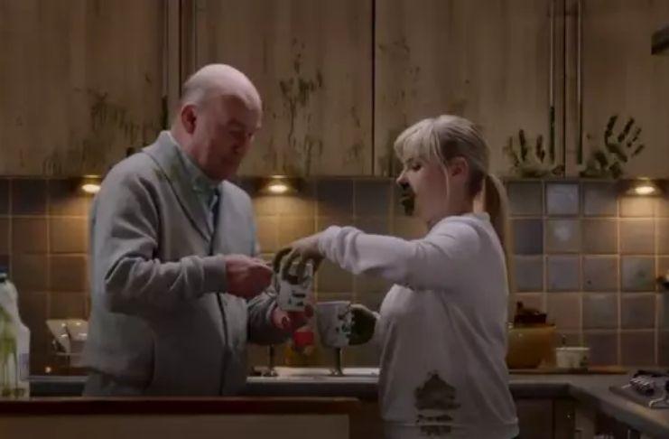 Campanha 'aterrorizante' do governo escocês mostra como o Coronavirus se espalha facilmente