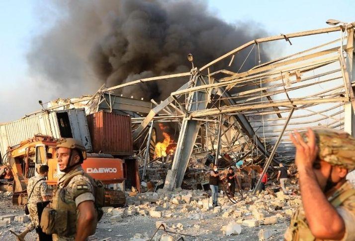Incêndio irrompe no porto de Beirute um mês após primeira explosão