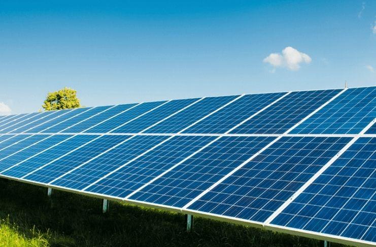 A energia solar atinge custos historicamente baixos e favorece consumidores