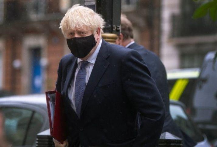 Gafe COVID-19: Boris Johnson diz que  pagamento por auto-isolamento é de £500 por semana