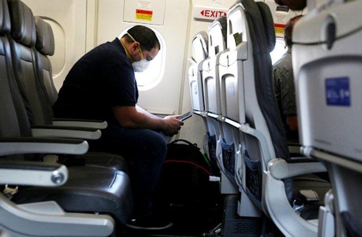 """United Airlines divulga: """"COVID-19 quase NÃO Existe"""" em voos e estudo apoia 3"""