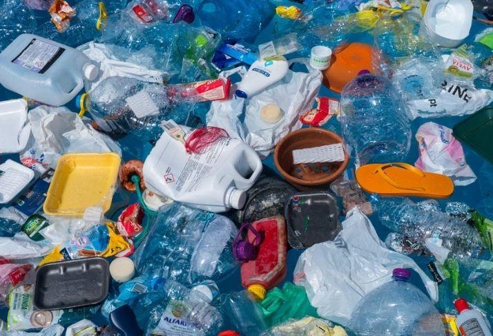 """Cientistas criam nova enzima """"devoradora"""" de plástico 3"""