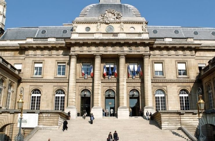 Tribunal confirma que Google deve negociar para pagar por notícias francesas
