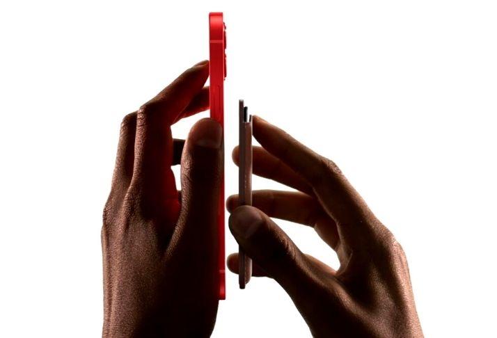 Apple surpreende usuários com possível carregador invertido no iPhone 12