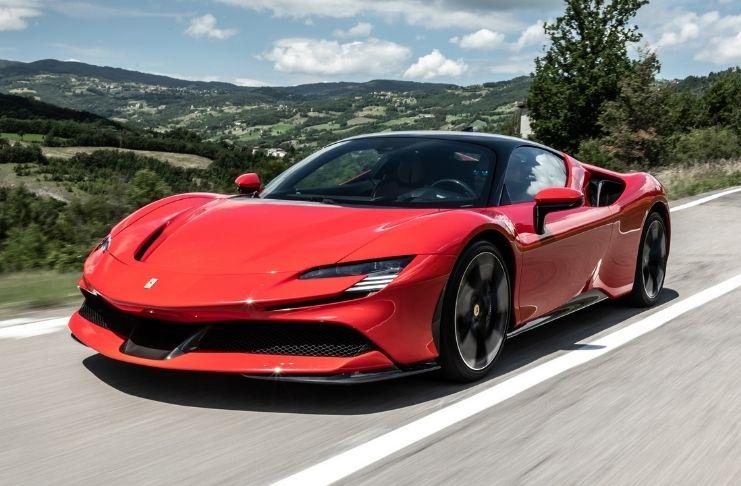 Ferrari declara que não vai ser 100% elétrica, enquanto carro híbrido lidera ranking