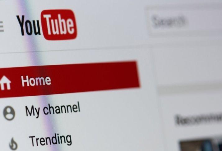 YouTube coloca anúncios em canais não monetizados, mas não paga criadores