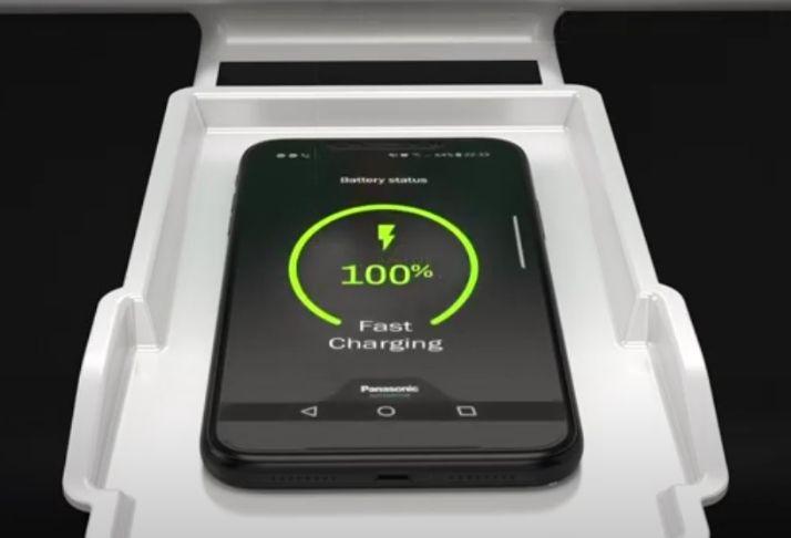 A nova tecnologia de carregamento de dispositivos sem fio e de veículos HUD da Panasonic